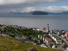 Hammerfest from above (Teelicht) Tags: cruise mountain church berg norway norge norwegen kirche nordnorge finnmark hammerfest salen kreuzfahrt