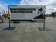 IMG_0374 (t.schwarz) Tags: ausstellung berlin diezeitderwlfe hauptbahnhof