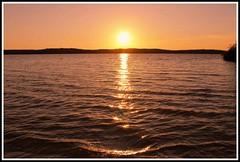 Coucher de soleil sur le lac de Biscarrosse (Les photos de LN) Tags: sunset soleil lac eau vagues reflets couleurs biscarrosse landes aquitaine t nature