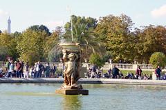 2016.10.09.06 PARIS - Jardin du Luxembourg (alainmichot93 (Bonjour  tous)) Tags: 2016 france ledefrance seine paris jardinduluxembourg bassin fontaine jetdeau arbre automne eau
