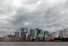 Grey Skies Over Canary Wharf! (RiverCrouchWalker) Tags: canarywharf london onecanadasquare landmark sky cloud greyskies businessdistrict financialcentre riverthames uk england
