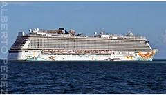 La que fue nuestra casa durante 7 dias.....Crucero Norwegian Getaway (alberto vtr) Tags: crucero norwegian getaway cruise puerto de belice belize barco mar lujo atraque america central nikon d5300 ncl