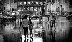 (Rob-Shanghai) Tags: shanghai china rain rainy street people m240 leica 50mm lux mono night