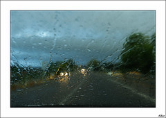 Llueve y est mojada la carretera (V- strom) Tags: lluvia azul agua viaje nikon nikon2470 otoo recuerdo texturas
