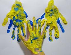 """My Right Hand - two hands, ten fingers still unharmed. Potentiell im Opferkreis des Franz Fuchs ( = """"BBA"""" = """"Bajuwarische Befreiungsarmee"""") - meine 2 Hände 10 Finger auch 2016 noch heil und ganz (hedbavny) Tags: hand finger imprint print handprint handabdruck fingerfarbe blau blue yellow briefbombe fuchs franzfuchs painting malerei farbe color esoterik handlesen chiromantie chiromantik chirologie chirosophie chiromancy palmreading palmistry deutsch german bayern bba bajuwarischebefreiungsarmee racist rassismus anschlag terror brief letter korrespondenz mail arbeit work handwerk gedanke überlegung sinnieren textur texture linie line lesen read kosmos hedbavny ingridhedbavny wien vienna austria österreich diary tagebuch memory erinnerung gelb green grün"""