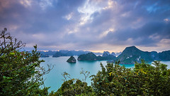 Ha Long Bay - Vietnam (jonasginter) Tags: sea mountains nature islands nationalpark asia asien meer wasser sonnenuntergang dragon wolken vietnam grn aussicht halong halongbay felsen drachen inseln ozean weltwunder