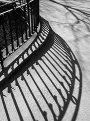 shadows (beeldmark) Tags: shadow france fence shadows pentax zwartwit boulogne sunny frankrijk limited schaduw nordpasdecalais hek boulognesurmer schaduwen zonnig noordfrankrijk northernfrance pentaxlimited smcpda21mmf32al beeldmark