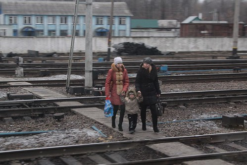 Crossing the tracks at Казинка (Kazinka) railway station
