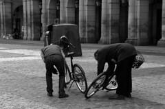 plz mayor y alrededores (23b-n) (profesorxproyect) Tags: madrid street blackandwhite bw españa byn blancoynegro spain europa europe streetphotography social bn plazamayor centrodemadrid