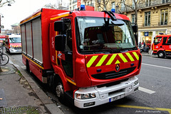 BSPP - PEV 7 (Arthur Lombard) Tags: street red paris france yellow rouge army nikon military 911 renault led firetruck firestation 18 emergency 112 firedepartment militaire bluelight firebrigade urgence arme intervention pompiers caserne armedeterre armefranaise pev casernedepompiers bspp gyrophare pompiersdeparis renaulttruck renaultmidlum gyroled nikond7200 pev7