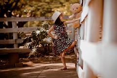 Ela e seu Urso (Lucasmirandafotografia) Tags: child canon canon70d cores desfoque urso light linda luz