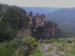 Katoomba. In the Blue Mountains. Ferns and the Three Sisters. (denisbin) Tags: mountvictoria leura bluemountains katoomba hotel lookout thethreesisters escarpment sandstone treeferns weathering erosion
