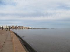 "Montevideo et son remblais <a style=""margin-left:10px; font-size:0.8em;"" href=""http://www.flickr.com/photos/127723101@N04/29668489641/"" target=""_blank"">@flickr</a>"