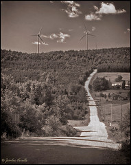 Route vers les oliennes / Road to wind turbines (Jeanluc Verville) Tags: ruralit olienne windturbine rural