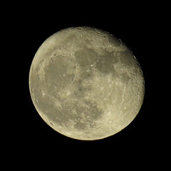 waning gibbous Hunter's super moon (mimbrava) Tags: waninggibbousmoon94 hunterssupermoon supermoon arr allrightsreserved mimeisenberg mimbrava mimbravastudio blackground