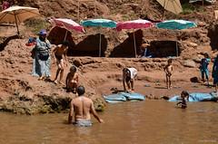 Marocco - Cascate Ouzoud (Valeria Conte (Fondi)) Tags: verde children ouzoud cascate persone tour viaggio travel nikond5100 nikon color marocco paesaggio cascata acqua allaperto formazione rocciosa roccia water