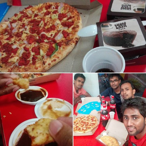Domino's Serves... Last Dinner Together... #NDESboys #RoomMates #සැපටදුකට #IET #friends #instashots #instapizza #dominos #negombo #ACWcliX #hungergames #SriLanka #lka #pizza🍕