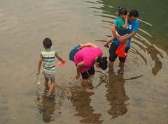 fishing (1) (anwoody) Tags: for flickr xingping china market streetlife