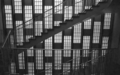hidden jewel (Riex) Tags: vitres window paroivitre glasswall stairs staircase escaliers architecture design lausanne vaud suisse switzerland film rangefinder zeiss ikon biogont2821 mmount zmmount fuji fujifilm superia iso1600 expired monochrome bw noiretblanc geometric geometrical gomtrique carreaux handrail maincourante