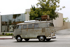 rust bus drive by... (6ftmama) Tags: bus vw volkswagen rust kombi vwbus