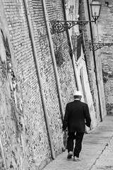 (Malu photoghraphy) Tags: street old bw man canon photography oldman bn abruzzo chieti vasto 550d