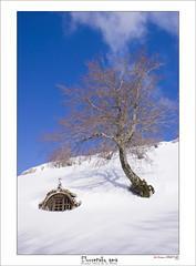 Egiriñao (Jabi Artaraz) Tags: sol soleil nieve zb refugio ermita elurra gorbea egiriñao euskoflickr nuestraseñoradelasnieves jartaraz clubjuventus elurretakoama