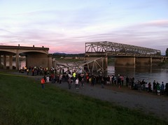 Lots of people at the scene (EcologyWA) Tags: bridge i5 collapse mountvernon skagitriver