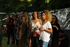 Meisjes onder de boom (Passetti) Tags: park summer music expedition festival rotterdam open air gig pop zomer muziek euromast openair 2016 parkzicht euromastpark buitenlucht expeditionfestival
