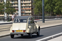 2CV (xwattez) Tags: citron citroen 2cv voiture automobile franaise ancienne old french car vhicule transports pont bridge toulouse france 2016