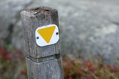 Wegweiser (meine.augenblicke) Tags: bornholm dnemark wegweiser markierung paradisbakkerne kameranikond5200 2014 august