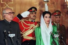 PAKISTAN-BHUTTO-OATH (GlobalCitizen2011) Tags: leaderpolitique femme personnepolitique couleur largeur premierministre elu prestationdesermentenpolitique nominationenpolitique gouvernement president femmepolitique islamabad pakistan pak sindhi sind sindh benazir bhutto 1988 prime minister politician politicians