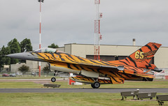 Belgian Tiger F-16AM - RIAT 2016 (r.j.scott) Tags: royalinternationalairtattoo riat riat2016 royalairforce raf raffairford airshow aircraft airdisplay canon 550d fightingfalcon f16 belgianairforce luchtcomponent composanteair tiger generaldynamics