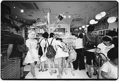Let's get candies! (Hiroyuki Okamoto) Tags: rangefinder leica m2 voigtlander superwideheilar 15mm f45 135 kodak trix 400 hc110 selfdeveloped selfdeveloping homedeveloped blackandwhite monochrome film analog takeshitastreet harajuku tokyo candyagogo