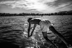 Annecy 2016 (PaxaMik) Tags: plonge nager nageur swimmer t summertime summer lac lacdannecy annecy lake noiretblanc noir nb reflets surface silhouette