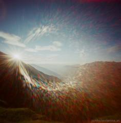 Pinhole Morning Sunrays (feurstein) Tags: ondupinhole pinhole analog analogue film mediumformat 120mm kodak ektar 100 nature mountainside beauty natur berge tirol österreich lechtaler abseits schönheit gelassen chill relax wander hiking adlerweg sonnenstrahlen sunrays sun rays sparkle morning view morgen morgenstunde sonne aufgang nebel stimmung blick