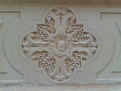 putto (zambi74) Tags: turisti vicenza veneto italy italia santacorona chiesa church putto bassorilievo pietra