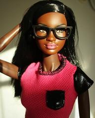 Chandra (Deejay Bafaroy) Tags: barbie mattel doll puppe chandra soinstyle sis rocawear frbody fashion royalty portrait portrt black pink rosa glasses brille miniature miniatur 16 scale playscale shirt