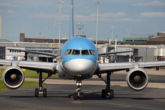 G-OOBC Boeing 757-28A Thomson Airways (eigjb) Tags: manchester airport international ringway egcc man september 2016 aircraft airplane aeroplane plane spotting jet airliner aviation transport goobc boeing 75728a b757 757 thomson airways air 2000 first choice cockpit nose