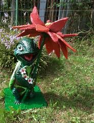 """Tarta (FE"""") Tags: cartapesta tartaruga ombrello fiore petali collana fiori sorriso coccinella erba prato carapace piante sculture"""