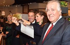 Governor Cuomo Kicks Off Columbus Week at Eataly in 4 World Trade Center (governorandrewcuomo) Tags: newyorkstate governorandrewmcuomo eataly 7worldtradecenter newyorkcity newyorkcounty manhattan selfie newyork