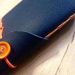 Arancio (La Stanza di Wendy) Tags: notes lastanzadiwendy bottoni quadernoinpelle rilegatura bookbinding