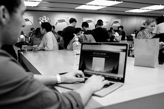 Bored In The Apple Store (andyfpp) Tags: fujifilm fuji x100t newyork newyorkcity nyc 5thavenue applestore manhattan 2016 blackandwhite bw blackwhite bwred focus f28 mono monochrome monotone bored spotted
