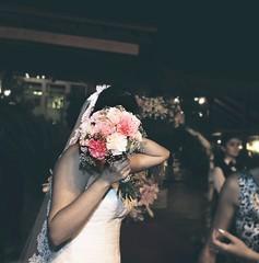 Vctor&Alcia <3 (~Muna Enrollada) Tags: noche boda pretty flores wedding night ramo love portrait retrato flowers libre aire