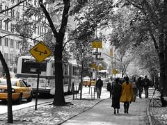 Walking in yellow on black and white, New York (fam_nordstrom) Tags: city nyc newyorkcity blackandwhite bw usa newyork yellow walking avenida us blackwhite walk centralpark manhattan photoshopped taxi coat 5thavenue paseo amarillo fifthavenue avenue 2008 kappa gul amarilla gula promenad nuevayork paseando eeuu svartvit abrigo gult svartvitt 5taavenida aveny quintaavenida laquintaavenida femteavenyn 5teavenyn