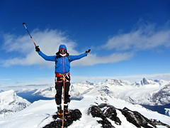 Edurne_Pasaban_Expedicion_Aventura_Groenlandia_Greenland_barco_Peak_Performance_leon_mountain_montana (edurnepasaban) Tags: snow mountains ice expedition nieve performance peak adventure virgin greenland hielo montaas aventura virgenes groenlandia expedicion edurnepasaban