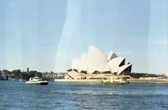 Sydney Opera House (~PAMELA) Tags: color canon kodak sydney operahouse camara analogica 2012 rollo revelado reveladomanual infiniteart