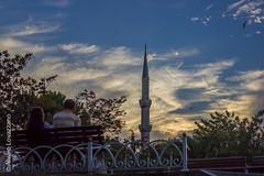 Estambul - Istanbul (Alvaro Lovazzano) Tags: canon estambul turquia viaje2014 t3i viaje turkey minarete travel rabe cielo sky blu blue azul arabian nube clouds nuvole atardecer tramonto sunset pareja banca bank panca istambul mezquitaazul bluemosque sultnahmed ahmed 600d