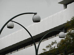 Philips Roissy R11 lanterns in Perth Australia (sander_sloots) Tags: philips roissyr11 armatuur lantern streetlight streetlamp lamppost french globes streetlighting straatverlichting lantaarnpaal philipsfrance lichtmast straatlantaarn lantarenpaal lantaarnpalen lichtmasten bogen draagarmen bollen lampadaire lampadaires eclairagepublic openbareverlichting perth australia western australie west perthcbd adelaideterrace