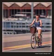 Amb bici al port de Valncia (On a bicycle at Valencia's Harbour) (Rafel Ferrandis) Tags: port valncia bicicleta eos5dmkii ef200mmf28l