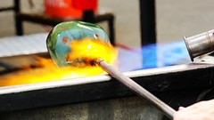 Shaping Glass - Seattle Glass Blowing Studio (Laurence's Pictures) Tags: seattle chihuly tourism glass gardens studio see washington place dale market space blowing things tourist needle pike monorail shaping